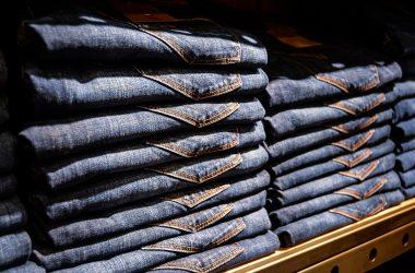 como iluminar loja de jeans