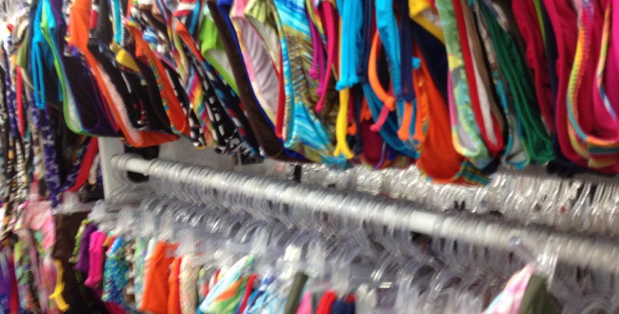 Iluminação para lojas de moda-praia